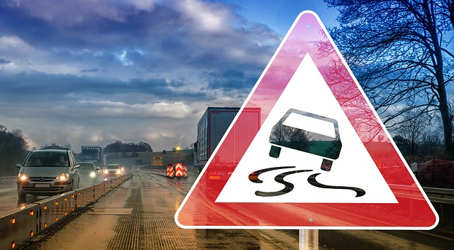 Safety Tips When Driving in the Rainy Season - Control Your Car