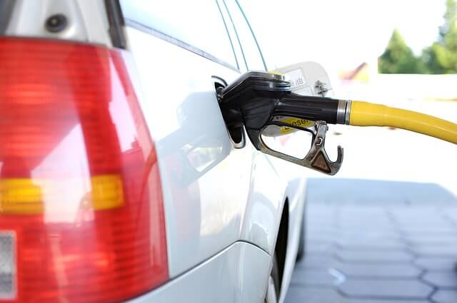save money on gas with a fuel rebate credit card