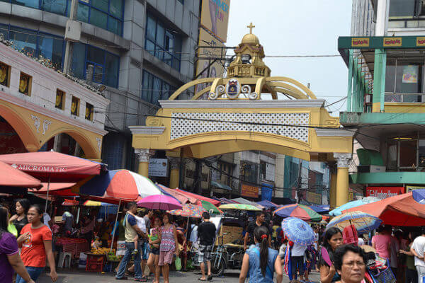 tiangge in the philippines - quiapo market